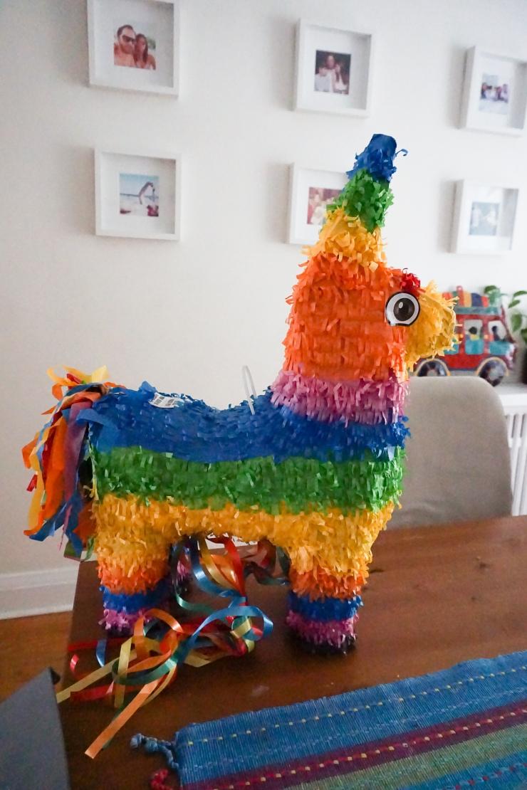 Fortnite Party Golden Llama